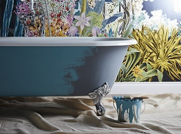 Buckingham Cast Iron Bath being painted blue