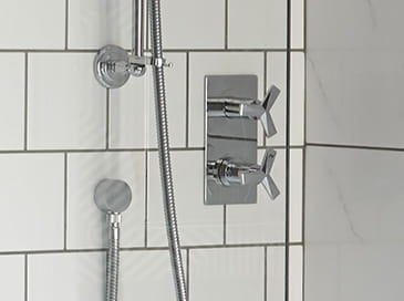 hemsby-shower